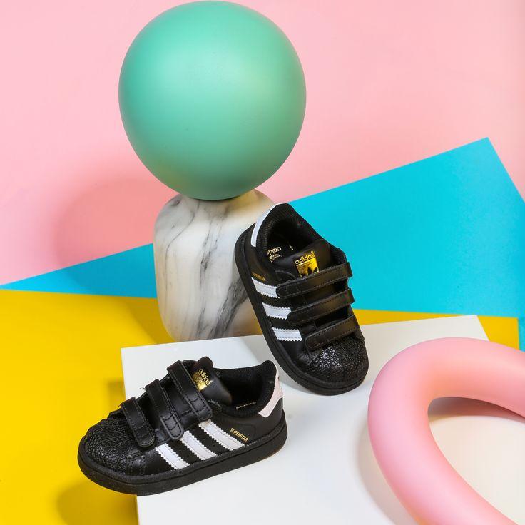 Desde Zapatos Mayka queremos que los más peques de la casa también disfruten de las zapatillas del momento🔝.Ven a nuestras tiendas o entra https://www.zapatosmayka.es/es/catalogo/ninos/adidas-originals/deportivos/zapatillas/221010163441/superstar-cf-i/