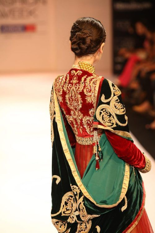 Like royalty. *sigh* This ensemble blew our mind! #indian #wedding #bridal