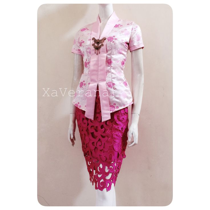 Kebaya klasik See our collection at Instagram @xaverana