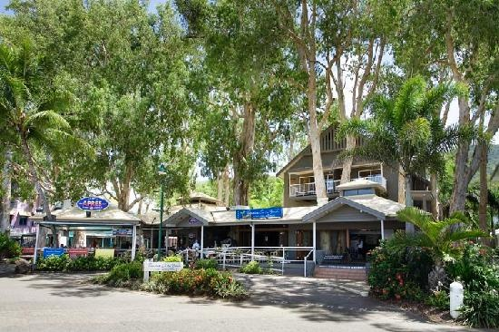 Paradise on the Beach and Apres in Palm Cove,  Australia  (The best small beach town)