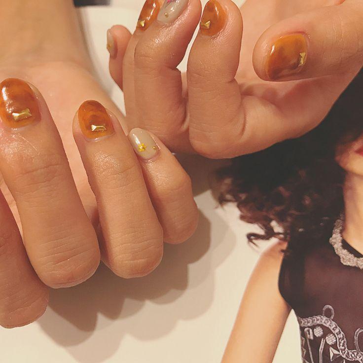 いいね!21件、コメント1件 ― ChuUさん(@chuuchuu.nail)のInstagramアカウント: 「べっ甲ちゃん🍭 押し花ちゃん🌻 なんと素敵な組合せ👯  #gelnail #nailarts #nail #flowernails #fashion #ネイル #ネイルアート #ネイルサロン…」