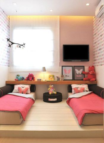 Um quarto, duas crianças meninas, cada uma no seu canto ao estilo montessoriano. Veja lindas inspirações de decoração para quartinho de mais de uma menininha aqui.