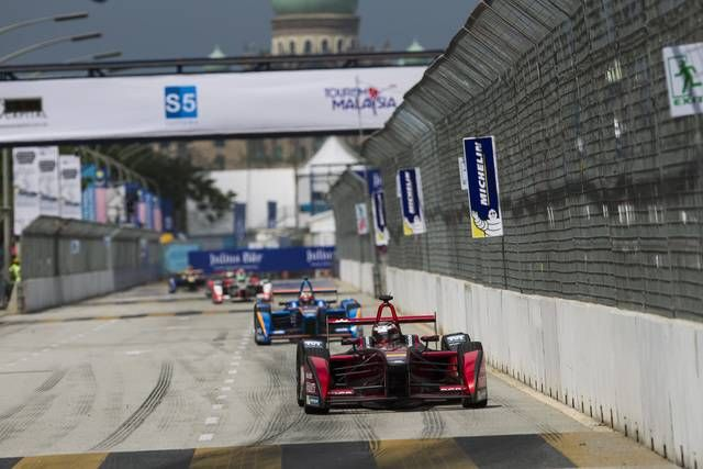 #FormulaE, Race - Di Grassi keeps his cool to win in Putrajaya #ev #electric #race