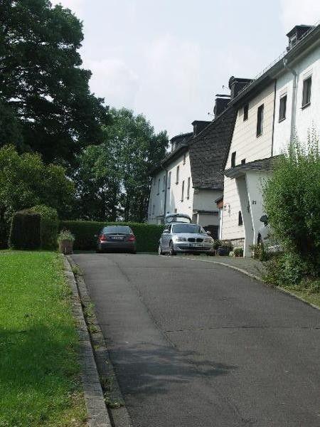 Bleialf Nähe Prüm: EFH in ruhiger Lage gemütlich und gepflegt. 5 Zimmer+Terrasse+Garage  Details zum #Immobilienangebot unter https://www.immobilienanzeigen24.com/deutschland/rheinland-pfalz/54608-bleialf/Einfamilienhaus-kaufen/18261:-950370615:0:mr2.html  #Immobilien #Immobilienportal #Bleialf #Haus #Einfamilienhaus #Deutschland