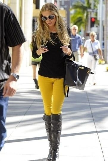 I finally bought mustard pants - this seems to be the way to wear them,  maybe with red lippy too add a bit more colour