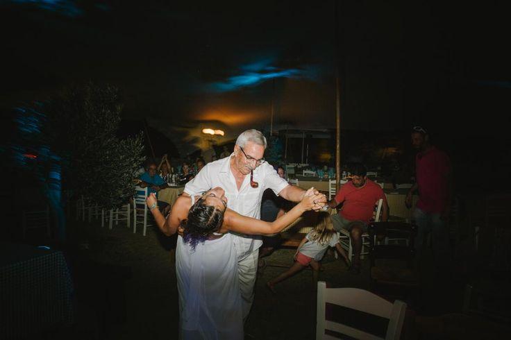 dance bride beach wedding on Kythnos | lafete