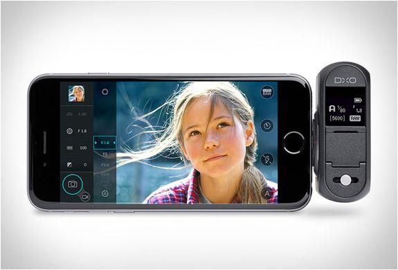 TRANSFORME O SEU IPHONE EM UMA CÂMERA DSLR - DXO ONE  DxO One é um novo gadget que todo fotógrafo da nova geração deve ter, ele transforma seu iPhone ou iPad em uma câmera DSLR com um sensor de 20MP!
