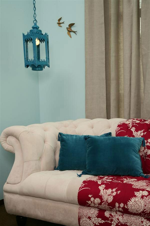 white couch, turquoise and red accents by lourdes