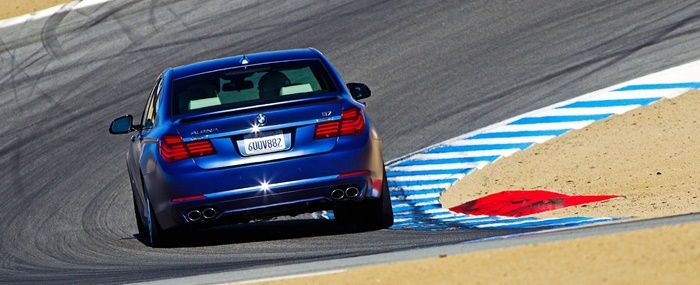 BMW 7 serisinin en yeni aracı olan 2017 BMW Alpina B7 xDrive modelinin tanıtımı gerçekleşti. Büyük bir ilgi ile karşı karşıya kalan otomobil 600 beygirlik motor gücü ile göründüğünden çok çok daha güçlü. BMW markasının en ünlü otomobil serilerinden bir tanesi olan BMW 7 serisi, yeni modeli 2017 BMW Alpina B7 ile alıcılarının karşısına çıktı. …