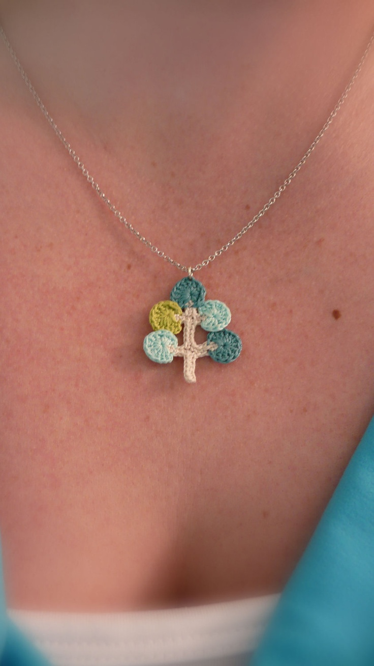 crochet necklace -- adorable lil' tree!