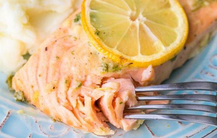 Φιλέτο σολομού με μουστάρδα και μυρωδικά Γευστικό πιάτο κατάλληλο για διατροφή.