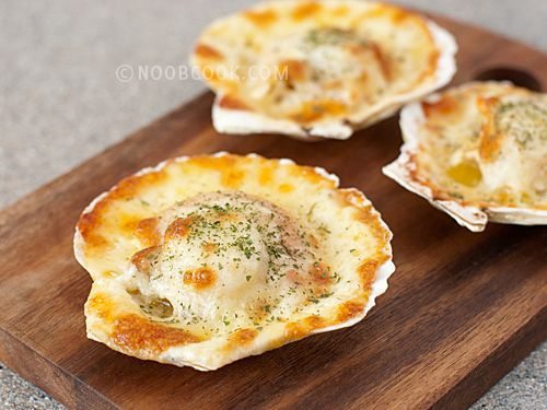 Baked Scallops with Cheese This is a fuss-free recipe for scallops baked with cheese and creamy mayonnaise. I love scallops and I think there is something so beautiful about scallops served in their shells. The creamy sauce is non-cooking (just softened butter and mayonnaise mixed into a smooth