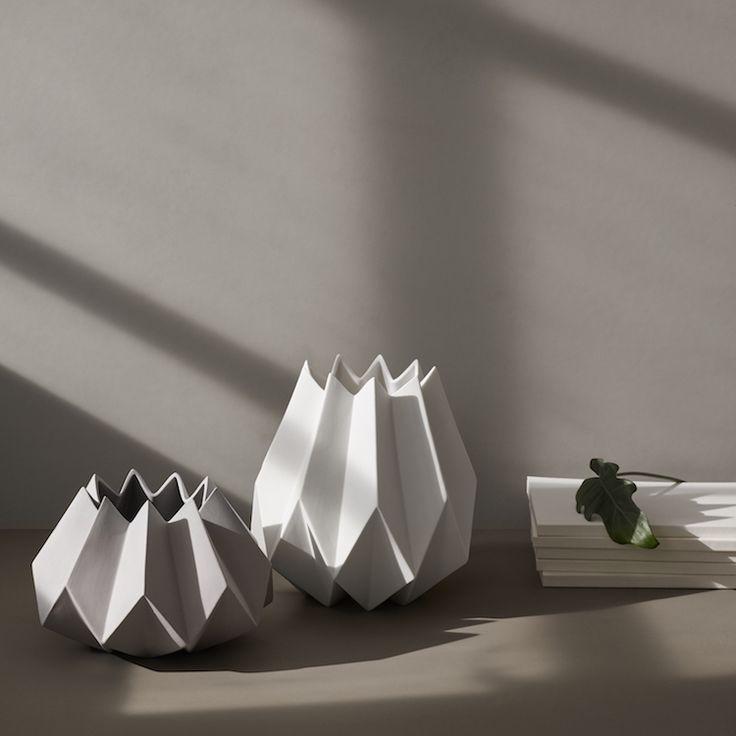 Smuk Folded vase fra Menu er inspireret af den japanske origami foldeteknik.