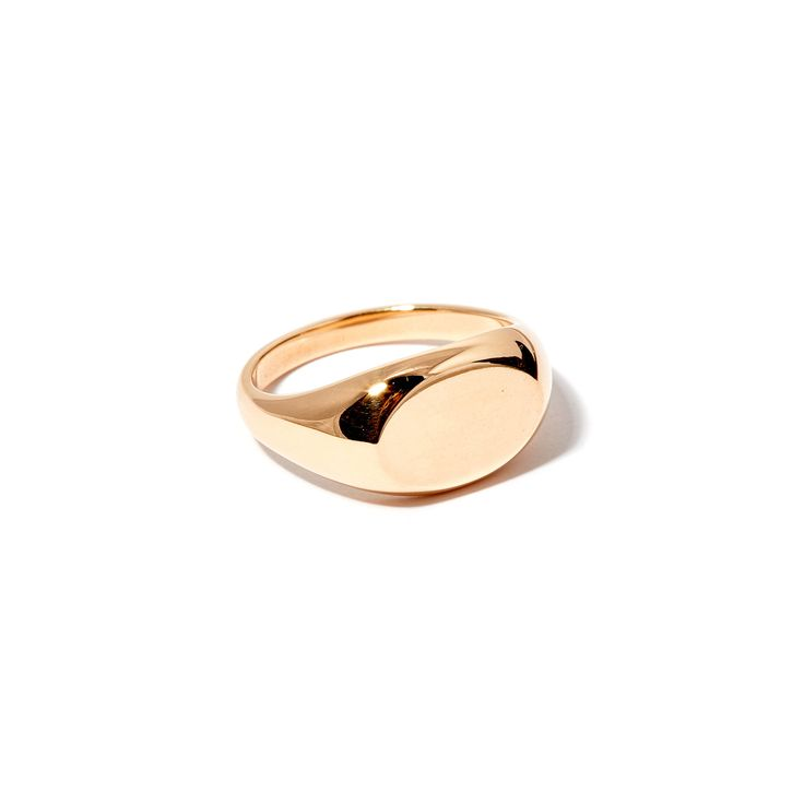The Oval Signet by SARAH & SEBASTIAN is a signet-style ring created in 9k gold featuring an oval-shaped detailing. Nickel free.