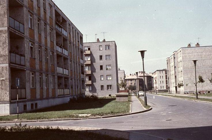 Dunasor a Holdfény utcától a Kohász utca felé nézve.