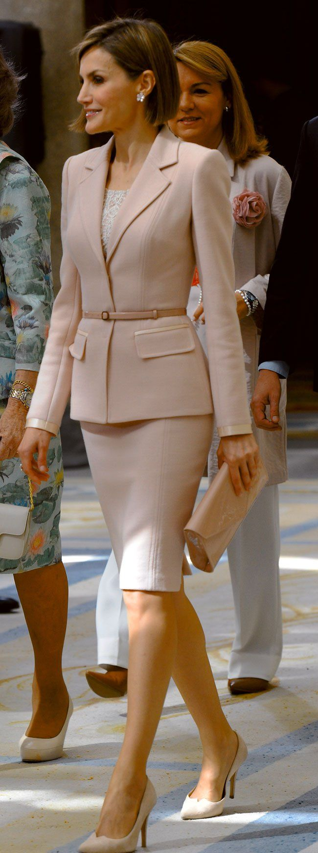 Queen Letizia - Pale Pink Suit                                                                                                                                                      Más