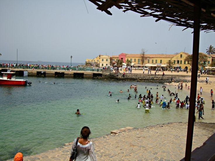 Debarcadere Île de Gorée- Blog Voyage Trace Ta Route www.trace-ta-route.com  http://www.trace-ta-route.com/senegal-escapade-dakar/  #tracetaroute #senegal #goree