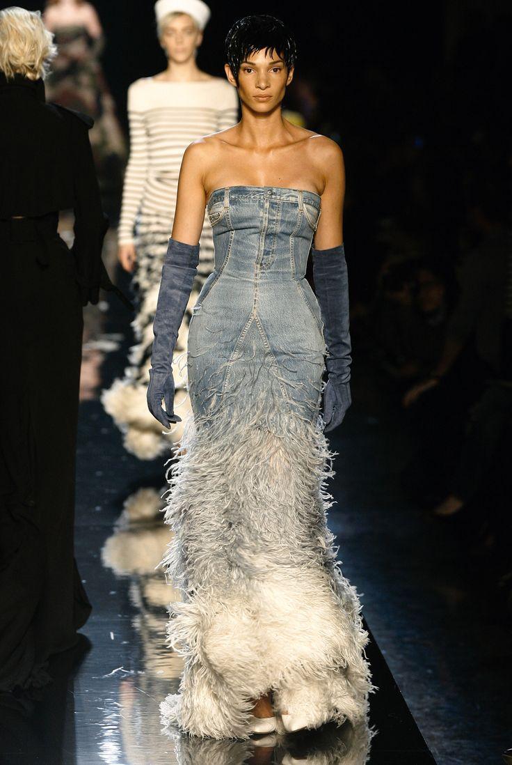 Divine Jacqueline collection, L'écume des jours dress Haute couture spring/summer 1999 - oeuvre d'art !! ou comment le jean devient plume !!