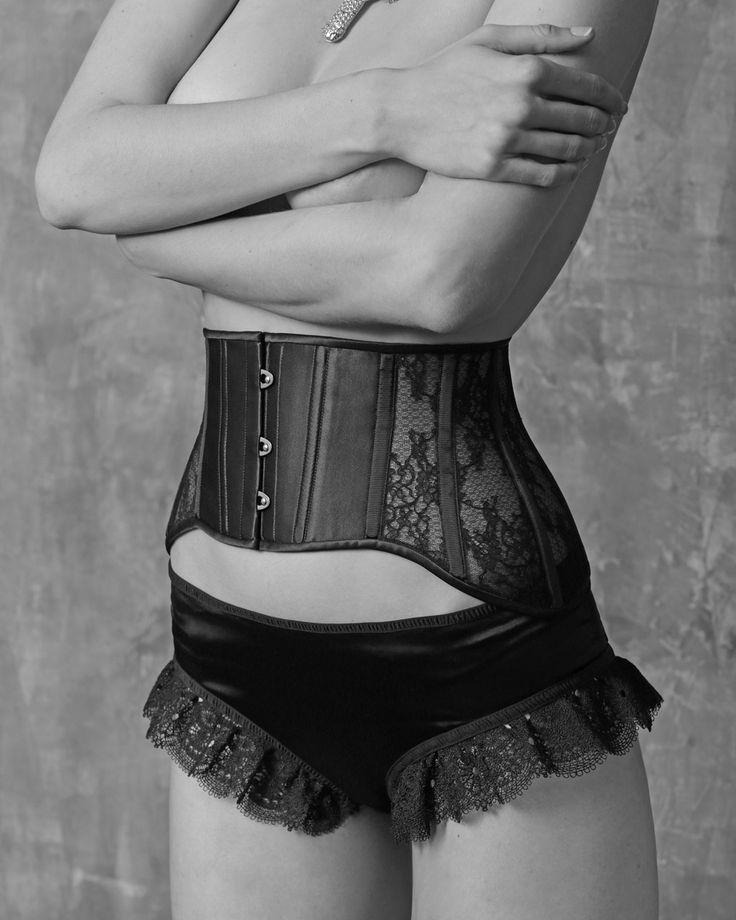 Я обожаю работать с нижним бельем. Таких маленьких, но важных вещей в гардеробе никогда не бывает много 😉 #nadiapiskun #надяпискун #nadiapiskunofficial #corset #пошивназаказ #korset #корсет #талия #дизайнеродежды #корсеты #нижнеебельеручнойработы #тонкаяталия #женскиештучки #дизайнодежды #beautybody #быстропохудеть #корректирующеебелье #idealbody #утяжка #утягивающийкорсет #похудетьэффективно #corsetmaking #корсетдляпохудения #купитькорсет #корсетназаказ #корсеткупить #корсетутягивающий…
