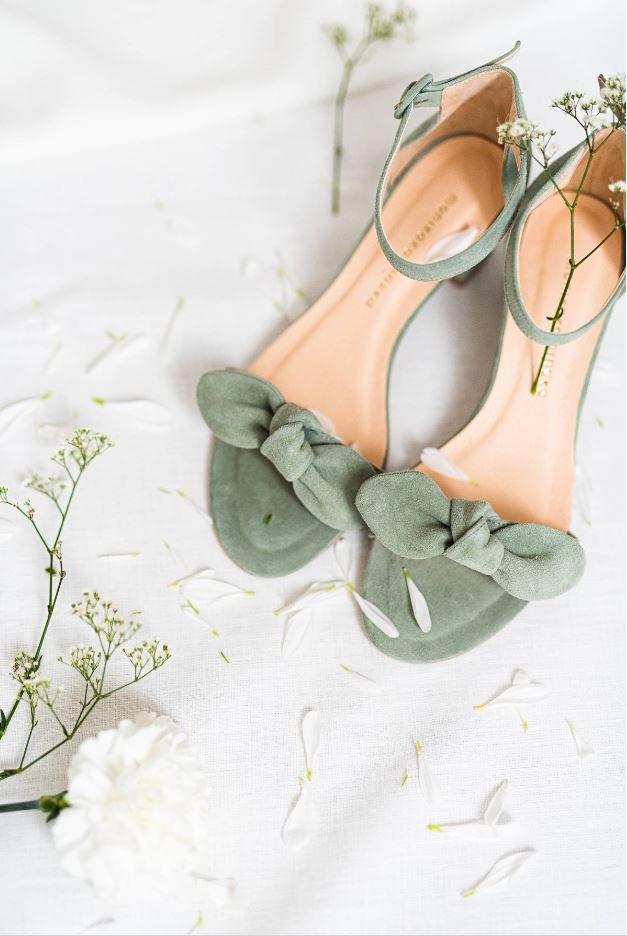 Sandalki Z Kokarda In 2020 Bridal Shoes Fashion Shoes Indian Bridesmaid Dresses