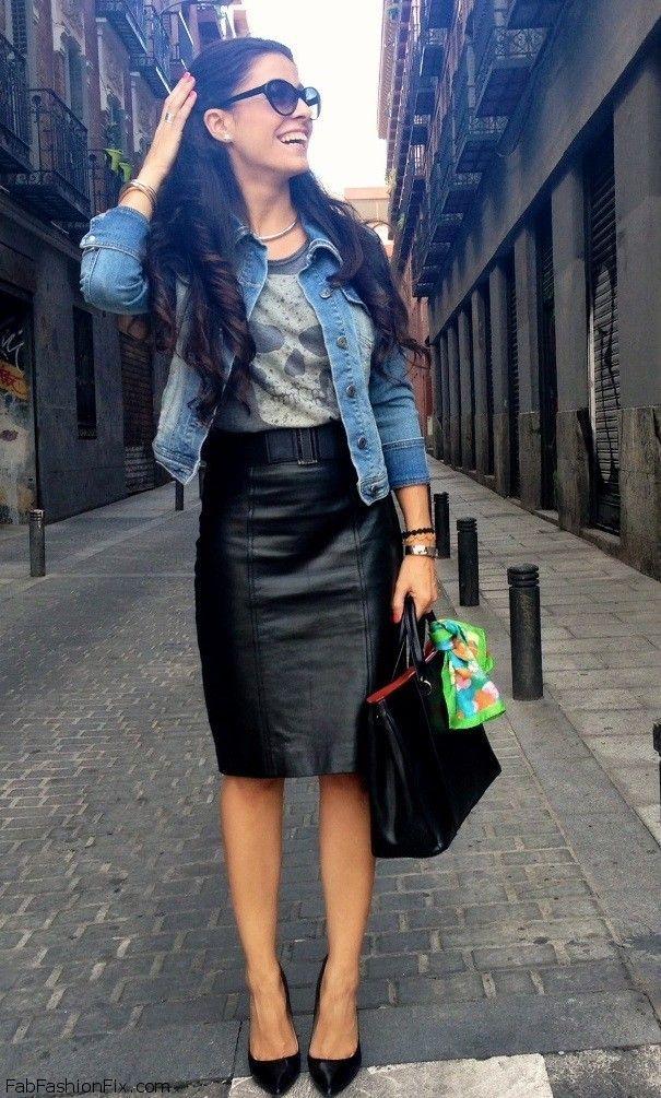 Se faz a linha executiva, lembre-se da jaqueta jeans para jogar com seu combo minimalista de saia de couro preta + camiseta cinza + scarpin preto. Foto: blog Jill Dres