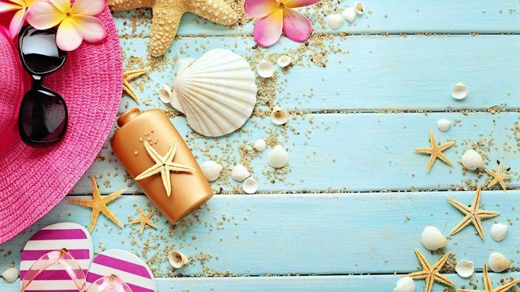 Скачать обои шляпа, цветы, accessories, vacation, морская звезда, marine, сланцы, seashells, ракушки, wood, summer, starfish, очки, still life, раздел разное в разрешении 1366x768