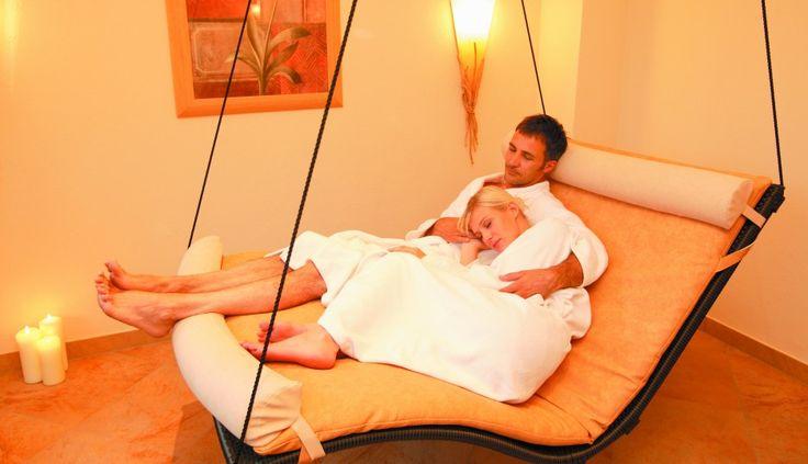 Zweisamkeit - Zeit füreinander.  #leadingsparesort #kristall #verwöhnhotel #wellness #tirol #pärchenurlaub #floating #private