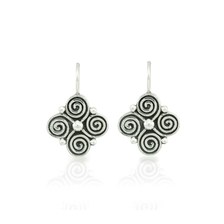 Clover earrings with spiral detail