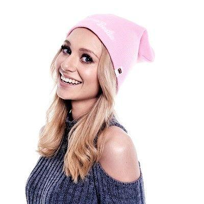 Czapka beanie Piękna Bestia pudrowy róż  #czapkazimowa #czapka #beanie #ona #streetwear #funandrebel #zima #chowajuszy #ogrzejsie #miss #blond