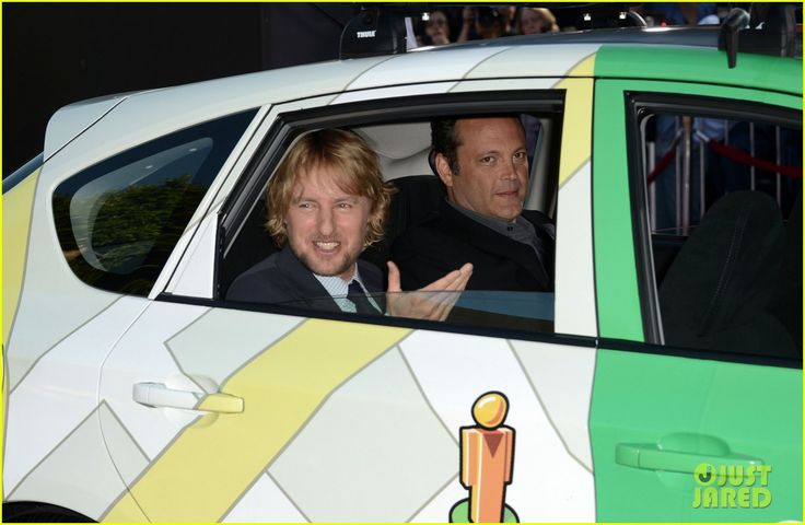 Owen Wilson & Vince Vaughn show up to The Internship Premiere in a Google Maps car