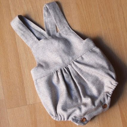 """473 Me gusta, 33 comentarios - Oh, Mother Mine DIY!! (@ohmotherminediy) en Instagram: """"NUEVO POST!!!! DIY Tutorial y patrones: peto de bebé www.ohmotherminediy.com #diy #handmade…"""""""