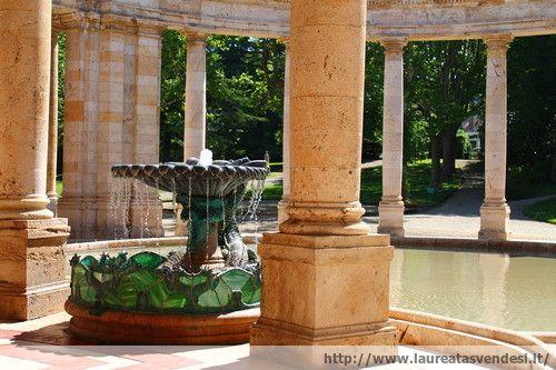 La fontana di acqua calda dello stabilimento Tettuccio a Montecatini Terme, in Toscana