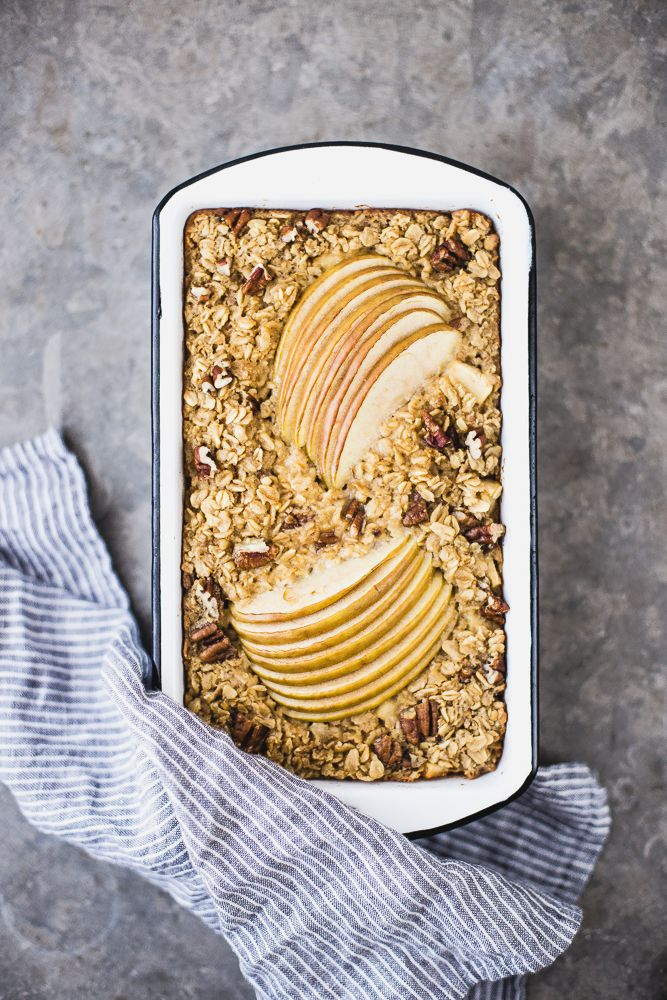 Apple and Maple Baked Oatmeal - Porridge di mele allo sciroppo d'acero - porridge - porridge di mele - food photography - Guest post - OPSD blog - The Modern Proper blog