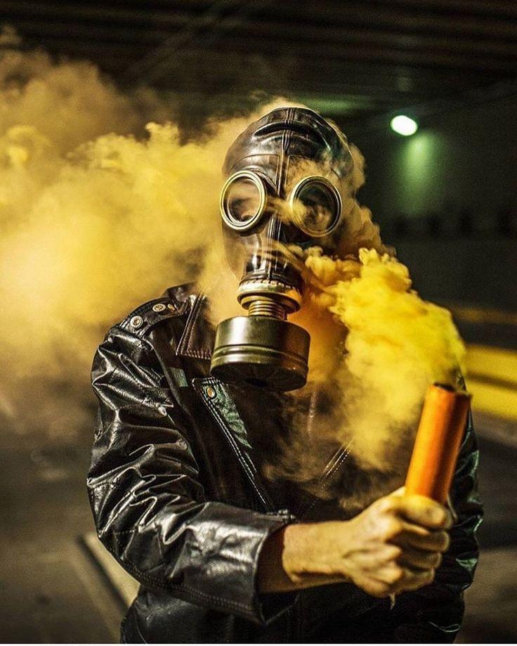 Фото в противогазе с дымом