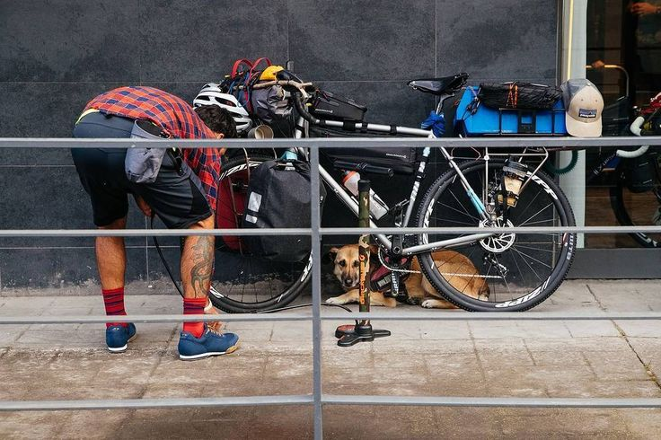 Kind und Kegel? Nee, Hund und Bike! Unser Kolumnist Muschi hat die @blackburndesign Rangers nach Madrid begleitet. Die ganze Geschichte gibt es auf👉MTB-News.de