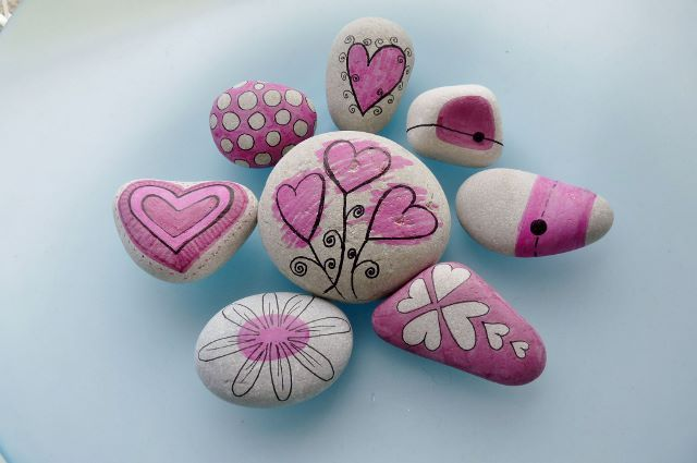 "collection ""pink"" ... pebbles by Sabine Ostermann, hand painted with permanent water color"