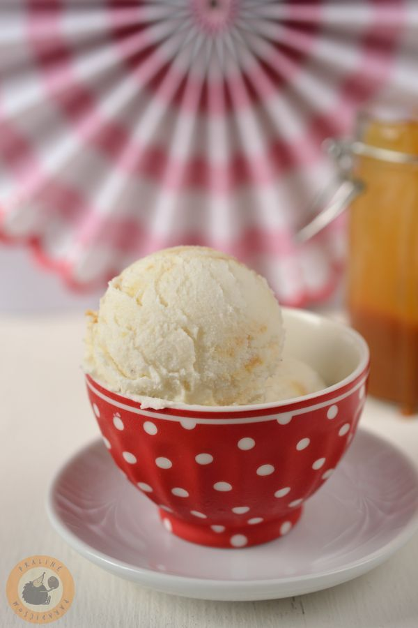 Ginger & pear ice cream with salted caramel sauce