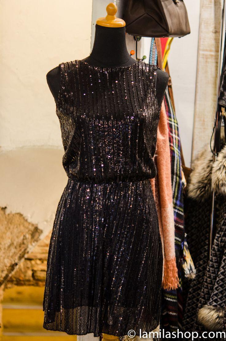 Vestido de fiesta color negro,para brillar...
