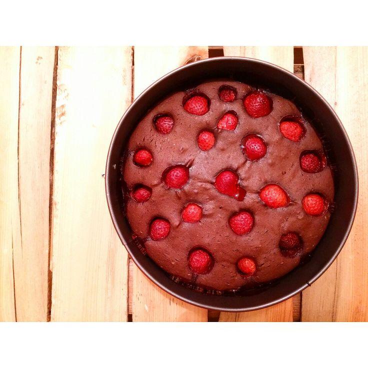 Dzis brownie z truskawkami 🍓🍓🍓 Wyszło pyszne ❤😃 --->   Przepis na mojej stronie fb https://m.facebook.com/eatdrinklooklove/ ❤  Today a brownie with strawberries 🍓🍓🍓 Came out delicious ❤😃 --->  Recipe for my fb page https://m.facebook.com/eatdrinklooklove/ ❤