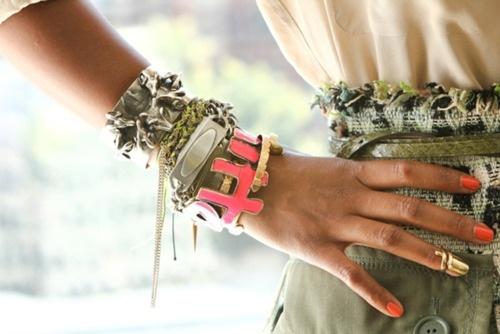 Mostly FALLON wrist : Shiona Turini