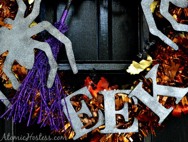 Simple steps to making a glittery Halloween wreath