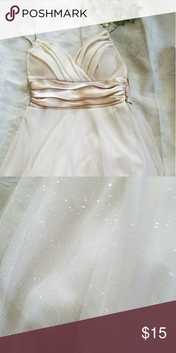 Studio Y Glittery Dress Size 1 Beige/Cream Dress has spaghetti straps or can be strapless and has a sparkly tuille skiet over cream lining. Comes with a large satin bow in back. Worn once to Winter Carnival dance and dry cleaned. Studio Y Dresses Strapless