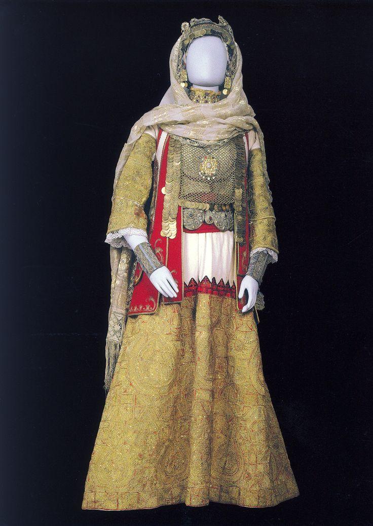 Η νυφική ή γιορτινή φορεσιά των Σπάτων / The bridal or festive costume of Spata