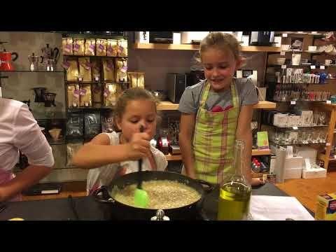 Kinderkookworkshop 17-10-2017 Mimi koken en tafelen flensjes en risotto met heeeel veel liefde bereid
