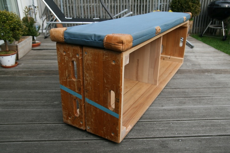 Schuhregal aus altem Turnkasten gefertigt // shoe rack made out of an old gymnastics box by stubenzier via dawanda.com