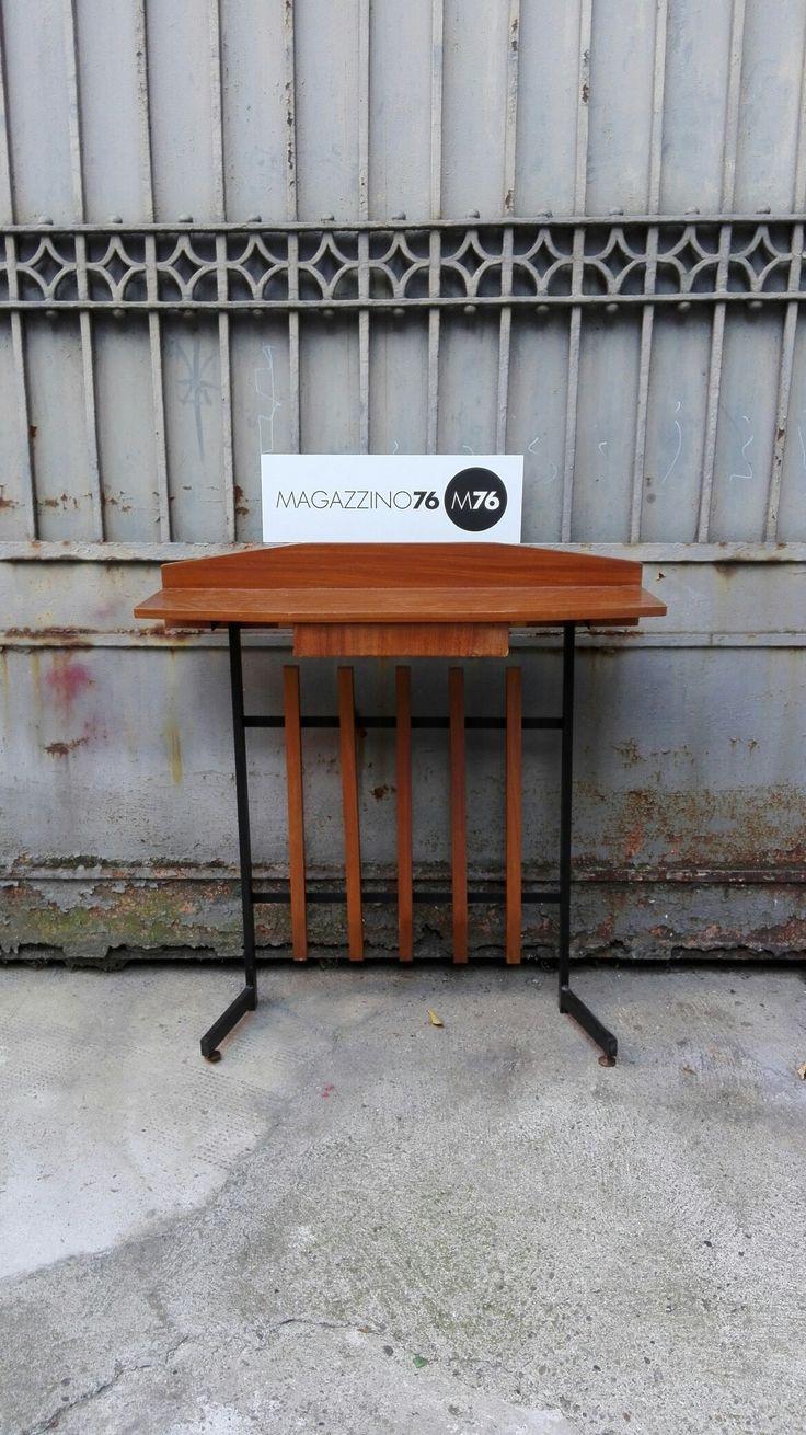 Consolle anni 60 in metallo verniciato nero con ripiano e cassetto in teak. Piedini in ottone Ottime condizioni Misure 80x26x78h #magazzino76 #viapadova #Milano #nolo #viapadova76 #M76 #modernariato #vintage #industrialdesign #industrial #industriale #furnituredesign #furniture #mobili #modernfurniture #antik #antiquariato  #consolle #teak #ottone #brass #anni60  #table #tavolini
