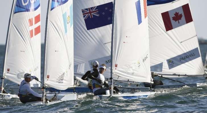 Atletas competem no Laser masculino, nos Jogos Olímpicos do Rio, no dia 13 de agosto de 2016