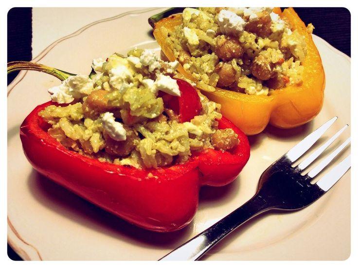 Risfyllda paprikor med kikärtor och pesto