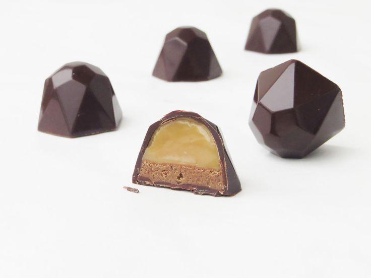 Chokolader med dulce de leche og praline