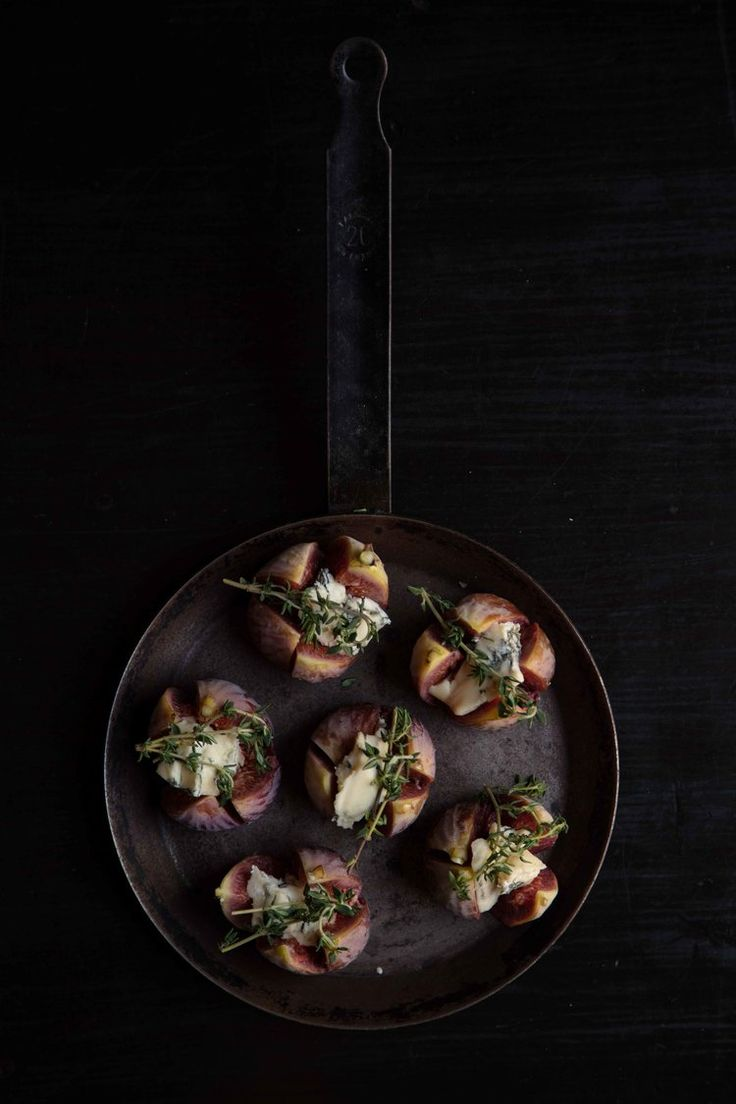 BAKED FIGS WITH BLUE CHEESE & PARMA HAM in 2020   Blue ...